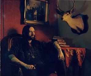 Solo-artist Brett Detar