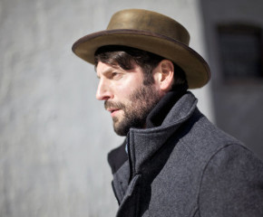 "Ray LaMontagne Returns With ""Hey, No Pressure""; Announces New Album"